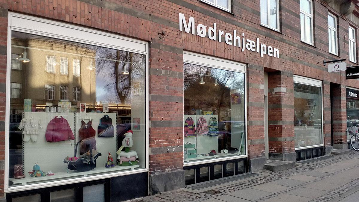 Moedrehjaelpen Frederiksberg butik med boernetoej
