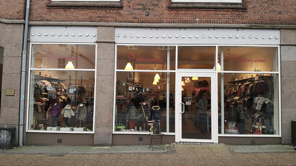 Moedrehjaelpens_boernetoejsbutik_i_Viborg