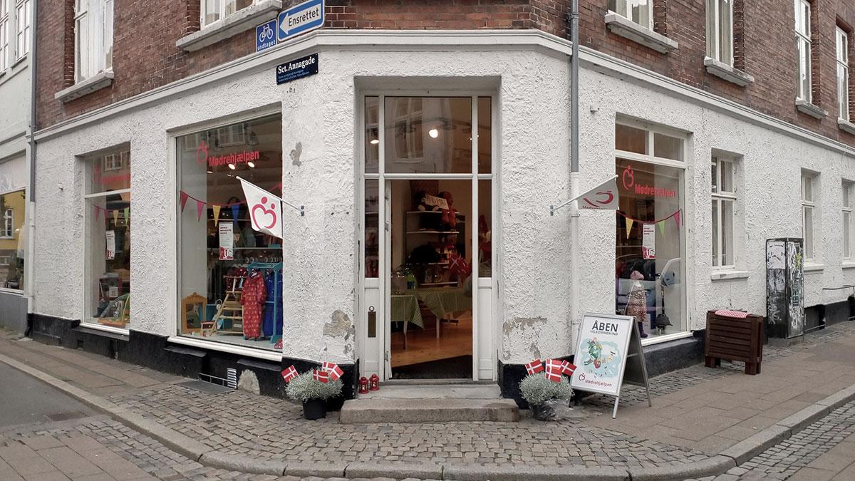 Moedrehjaelpen butik i Helsingoer